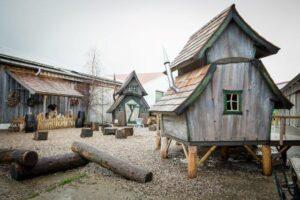 nochmal Kind sein im Holz-Spielhaus